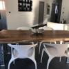 Table en bois massif et pieds métal