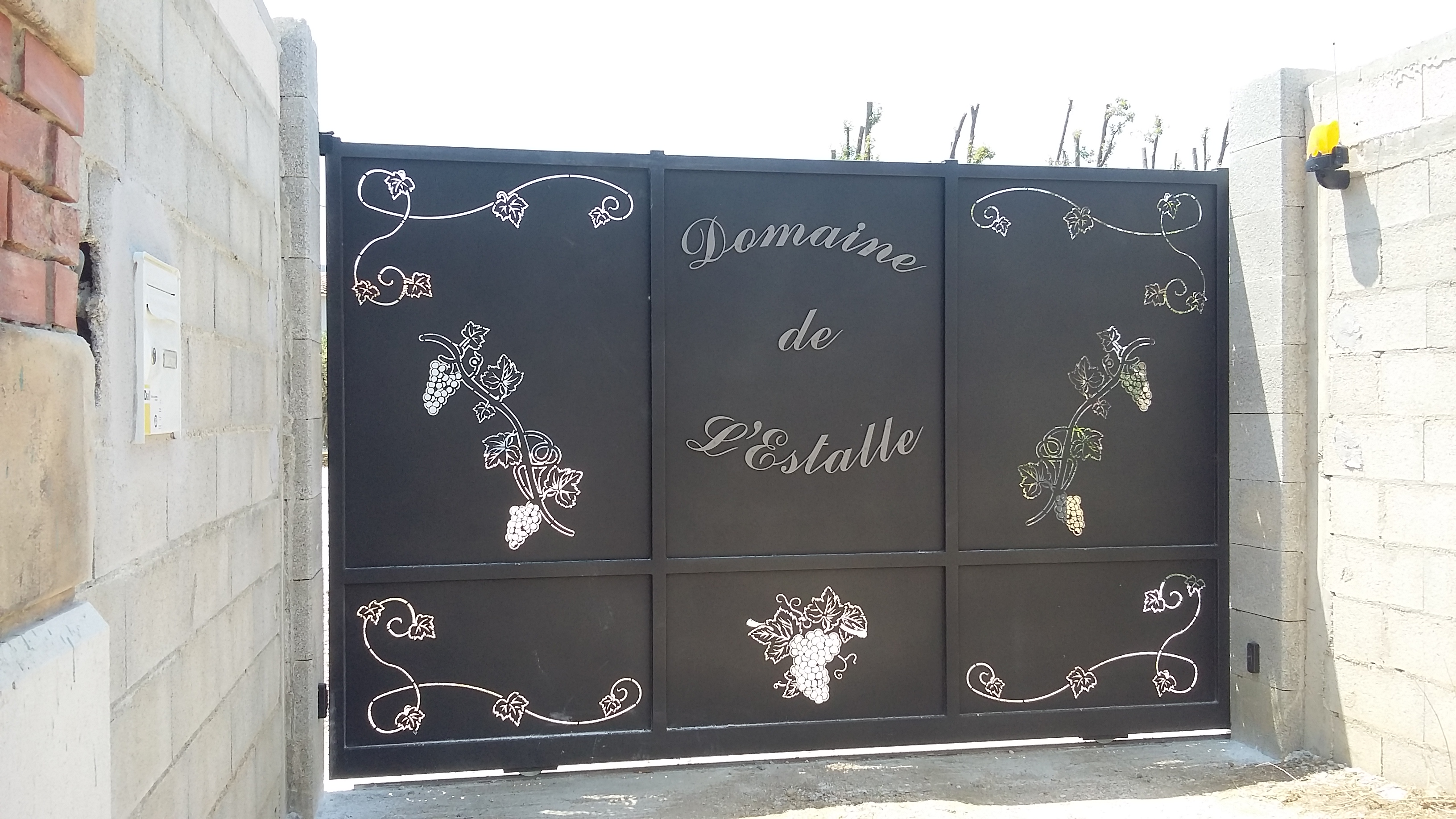 portail d coupe laser et motif relief vente portails hy res aix en provence cannes. Black Bedroom Furniture Sets. Home Design Ideas